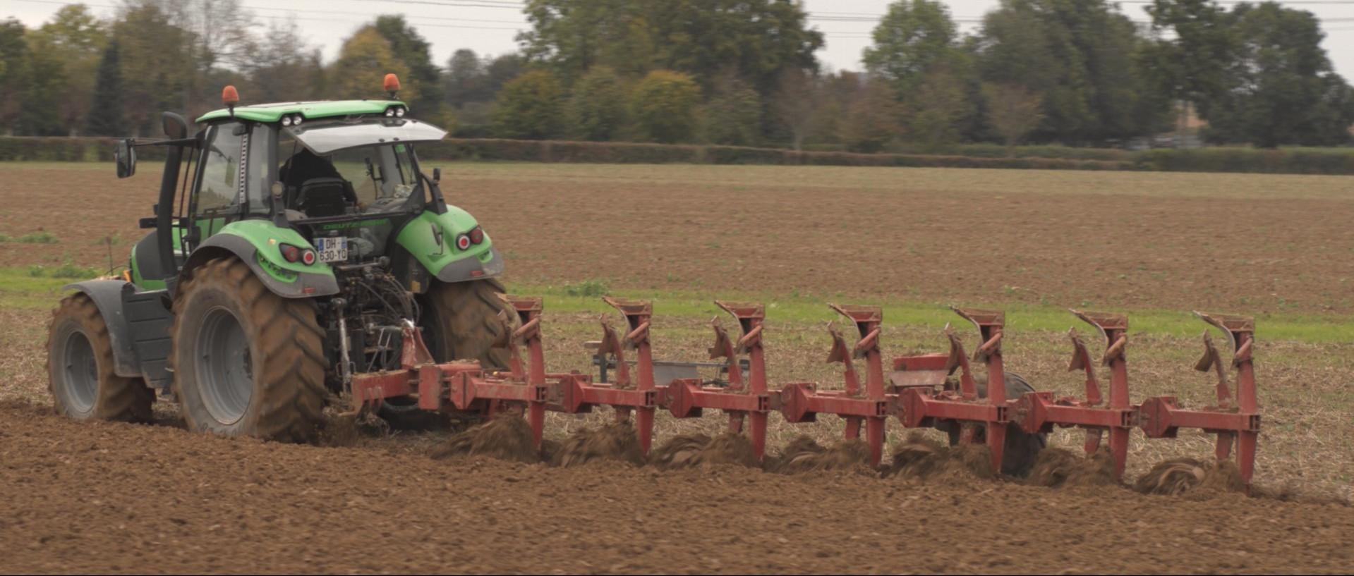 Labour gros plan tracteur.jpg